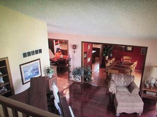 ★Bring the Whole Family! ~ Amazing Lake Views ~Deck ~Huge Yard ~Fire Pit★
