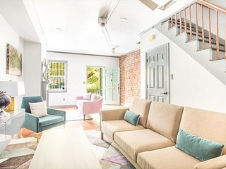 Downtown Digs with Huge Soaking Tub, Courtyard, Parking by Lucky Savannah