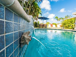 Heated Pool - 4/2 Near Beach - Private backyard- SPECIAL November $195 up tp 4