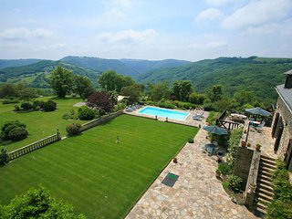 Saint-Andre-de-Najac Villa Sleeps 8 with Pool and WiFi - 5604569