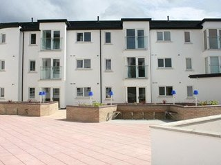 Portrush Holiday Apartment - central, modern, self catering apartment