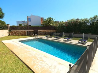 Portocolom Villa Sleeps 6 with Pool Air Con and WiFi - 5604691