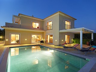 3 bedroom Villa in Alcantarilha, Faro, Portugal : ref 5604866