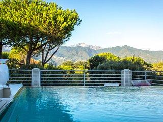 7 bedroom Villa in Marina dei Ronchi, Tuscany, Italy : ref 5586320