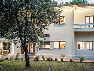 7 bedroom Villa in Marina di Massa, Tuscany, Italy - 5586320