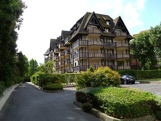 2 bedroom Apartment in Deauville, Normandy, France : ref 5554390