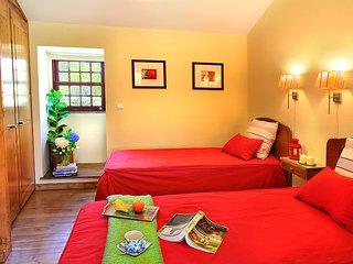 Gondufe Villa Sleeps 7 with Pool Air Con and WiFi - 5604763