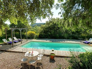 Le Barroux Villa Sleeps 8 with Pool and WiFi - 5604791