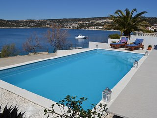 Holiday house with pool 10 meters from sea
