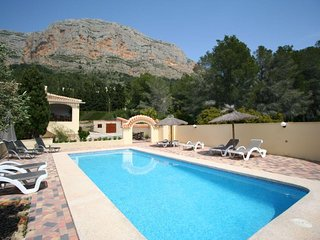 4 bedroom Villa with Pool, Air Con and WiFi - 5491389