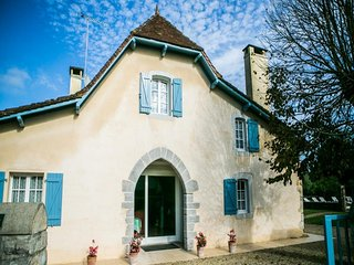 6 bedroom Villa in Guinarthe-Parenties, Nouvelle-Aquitaine, France : ref 5491406