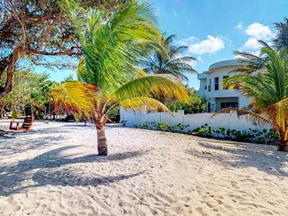 NEW LISTING! Gorgeous house w/covered patio, gourmet kitchen, easy beach access