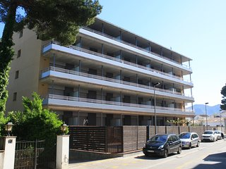 Modern apartment 100 meters to the beach with pool, parking  and wifi