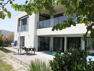 4 bedroom Villa with Air Con, WiFi and Walk to Beach & Shops - 5491355