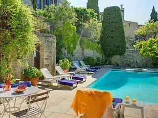 Vaison-la-Romaine Villa Sleeps 9 with Pool and WiFi - 5604787