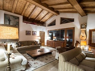 3 bedroom Villa in Cortina d'Ampezzo, Veneto, Italy : ref 5491363