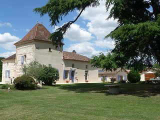 Manoir Biraud Bas - Luxury Converted Barn with Private Pool