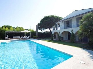 5 bedroom Villa with Air Con, WiFi and Walk to Beach & Shops - 5491338