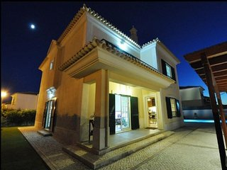 3 bedroom Villa in Alcantarilha, Faro, Portugal : ref 5491339