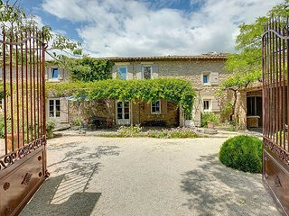 3 bedroom Villa in Coustellet, Provence-Alpes-Cote d'Azur, France : ref 5604782