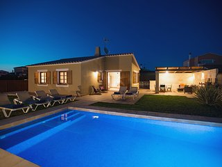 3 bedroom Villa with Air Con, WiFi and Walk to Beach & Shops - 5604718