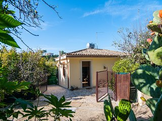 Lido di Noto Villa Sleeps 6 with Air Con and WiFi - 5586314