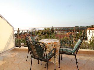 Brasina Apartment Sleeps 3 with Air Con and WiFi - 5468570