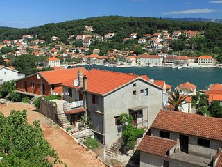 Two bedroom apartment Jelsa (Hvar) (A-8746-a)