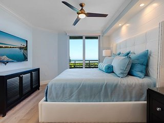 'PARADISE FOUND' A STUNNING NEW RENOVATED UNIT!!