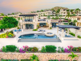 Luxurious House in Beachfront community! 5BD #23