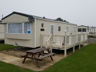 Butlins Skegness 3 Bedroom Gold Plus Caravan Sleeps upto 8, Full Sky TV Package.