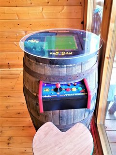Brand New ARCADE Console to keep everyone entertained.
