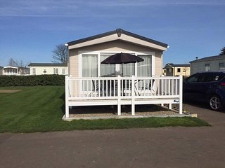 Family Owned Platinum Grade Caravan at Seashore,  Sleeps 1-6 people, 3 Bedrooms