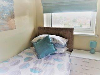 Jaylets Modern Single Bedroom 704 with En-Suite, Shared Kitchen & Parking