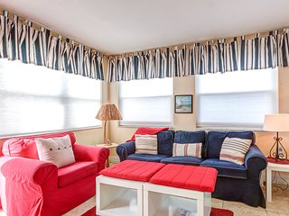 DIRECT OCEAN FRONT Ground Floor 2bed / 2bath Great for Families