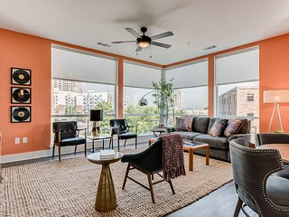 Ritzy 2BR|2BA Heart of Music Row