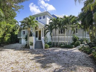 Waterfront Luxury Home with Beach Access, Pool and Elevator