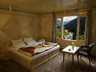 Tulip Cottage Pahalgam (Double Room 1)