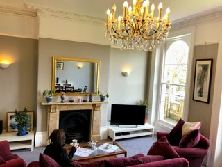 Luxury apartment at heart of Montpellier of Cheltenham with free parking