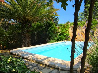 Beautiful modern 2018 renovated villa with pool jacuzzi and sauna