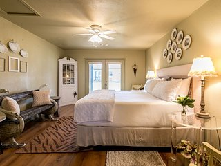 Lone Star Guest House: Large | Fredericksburg Vacation Rental