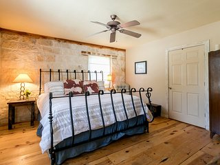 2H Rock House | Fredericksburg Vacation Rental