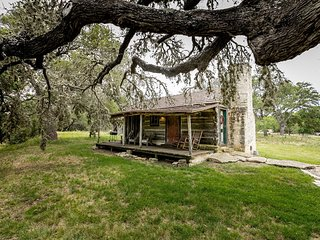 Grape Creek Bungalow | Fredericksburg Vacation Rental