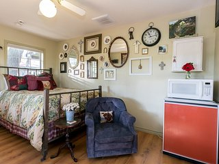 Lone Star Guest House: Small | Fredericksburg Vacation Rental