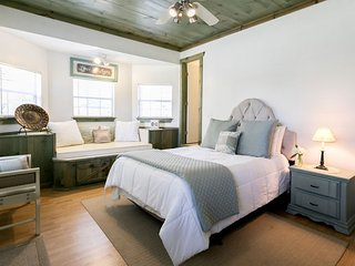 Elizabeth's House The Lodge | Fredericksburg Vacation Rental