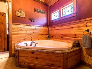 Alamo Springs The Barn | Fredericksburg Vacation Rental