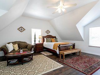 Elizabeth House The Tree House | Fredericksburg Vacation Rental