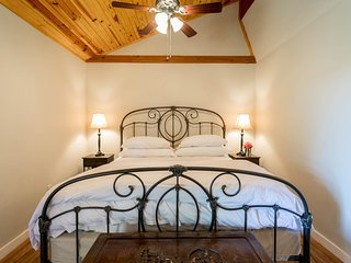 Alamo Springs Country Cabin | Fredericksburg Vacation Rental