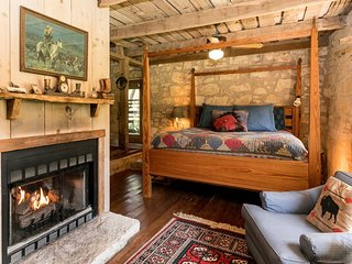 Palo Alto Creek Farm The Barn | Fredericksburg Vacation Rental
