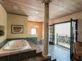 Austin Street Retreat El Jefe's Casa | Fredericksburg Vacation Rental